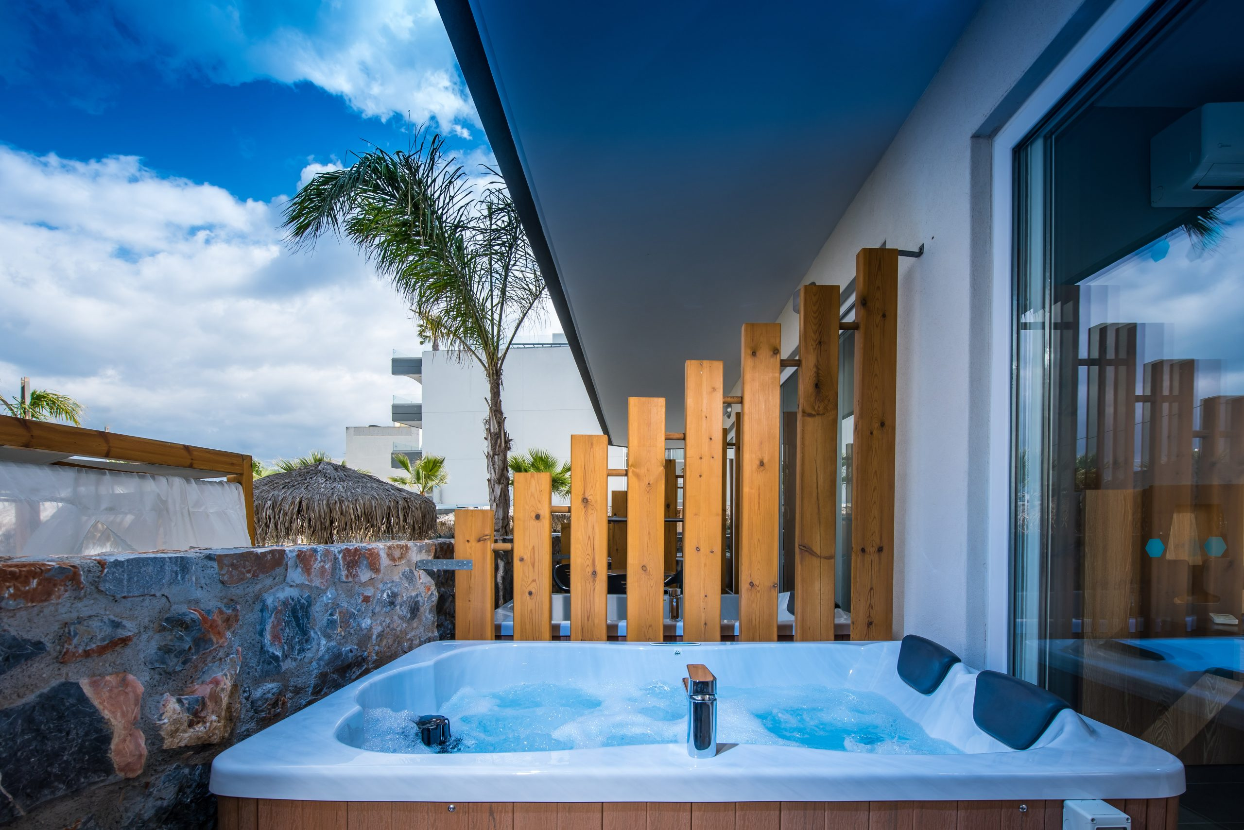 Superior triple room with outdoor jacuzzi
